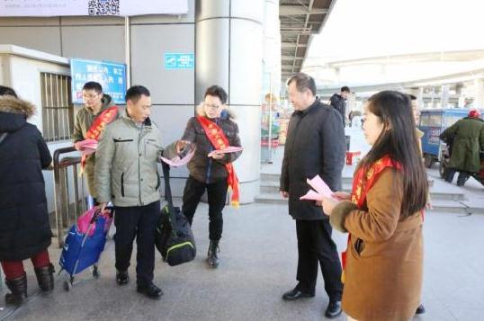 徐晓吉_工行盐城分行徐晓纪委书记带领该行团委在五星车站开展\