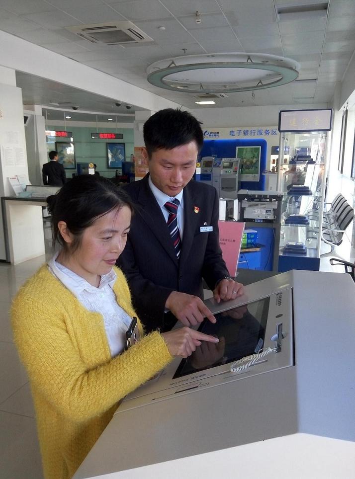 建行南通通州支行积极推广智慧柜员机,拓宽服务渠道,提高服务能力